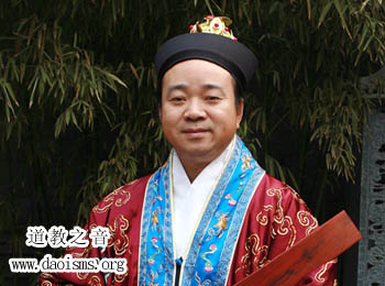<b>中国道教协会副会长、北京市道教协会会长黄信阳道长</b>