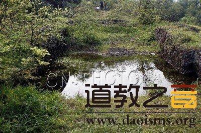 """江西南丰现罕见古代道教祈雨祭坛""""凤凰池""""遗址"""