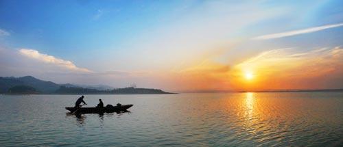 """""""问道武当山,养生太极湖"""",图为风光秀丽的武当太极湖。"""
