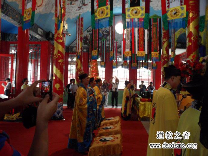 东亚道文化国际学术研讨会代表参访鹿泉十方院