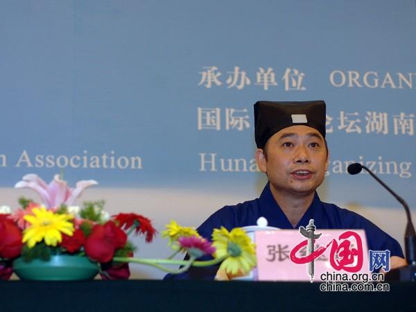 中国道教协会副会长张继禹道长介绍情况。中国网 董德 摄