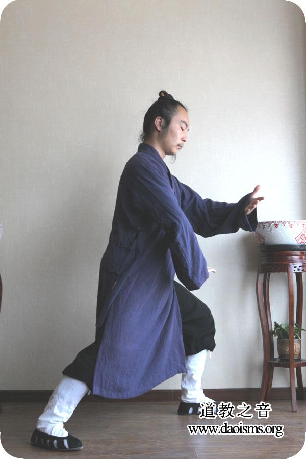 武当三丰太极拳28式 第五式 提手上式