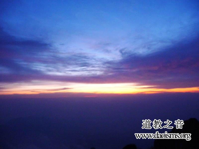 泰山之巅观赏日出