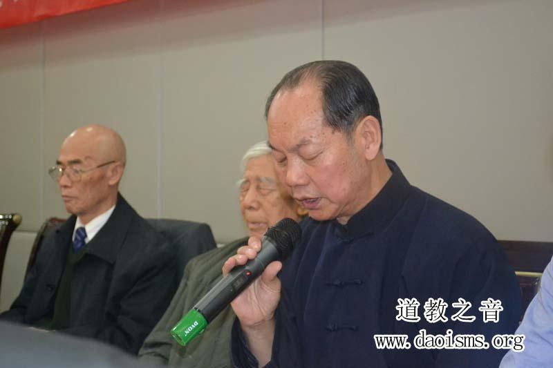 孟天宇老师在2011年北京市道教协会道家书画艺术委员会年会做报告