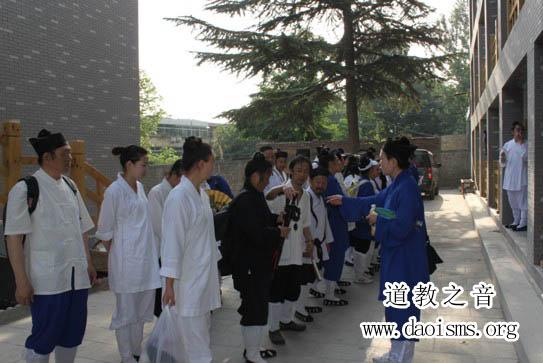 """""""武汉道教高功音乐学习班""""举办攀登西岳华山活动"""
