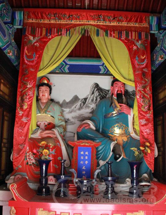 寝殿为城隍爷和城隍奶奶休息的地方