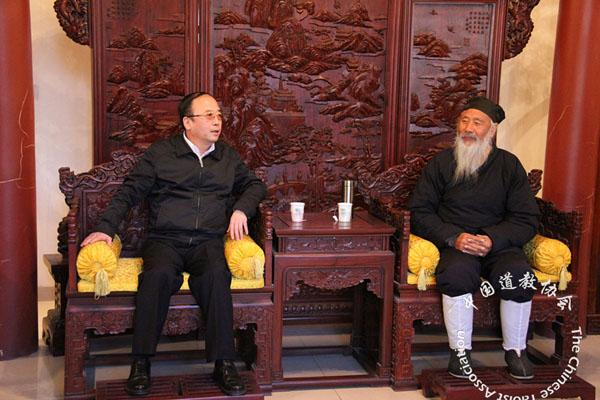央统战部领导看望慰问中国道教协会负责人