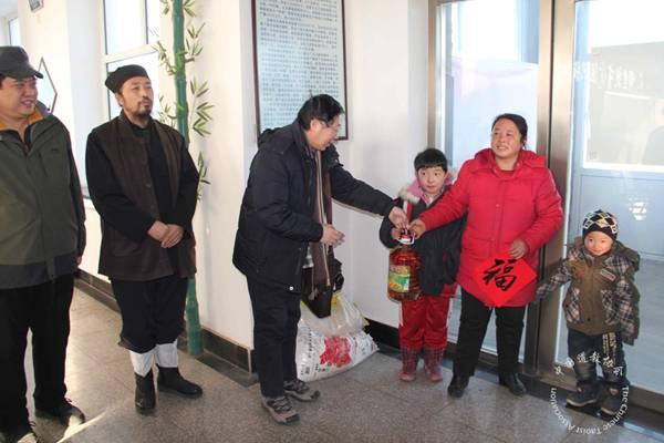 吉林省道教协会书画家深入基层送春联