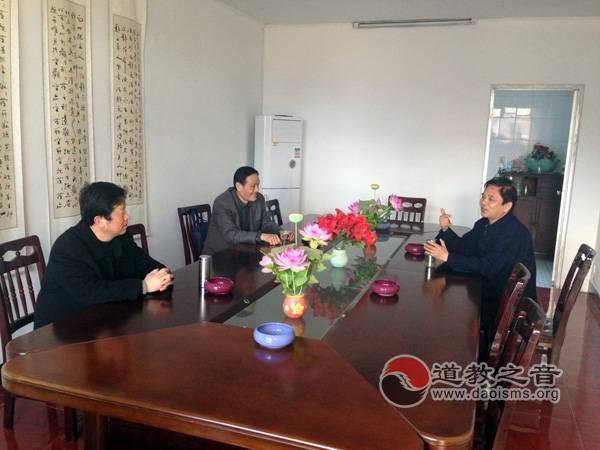 镇江市民宗局副局长张大华一行莅临镇江道协进行调研