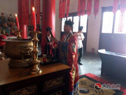 镇江市润州道院为8·3云南鲁甸地震遇难同胞举行祈福超度法会