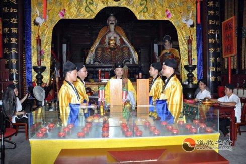 """苏州城隍庙为""""昆山爆炸""""、云南地震中伤亡的同胞举行祈福、超度法会"""