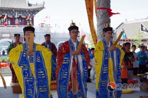 """吉林玄帝观为昆山爆炸、云南地震中伤亡的同胞举行""""祈福超度法会"""""""