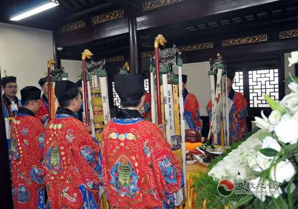 """上海城隍庙举行鲁甸地震遇难同胞""""头七""""超度法会并组织捐款"""