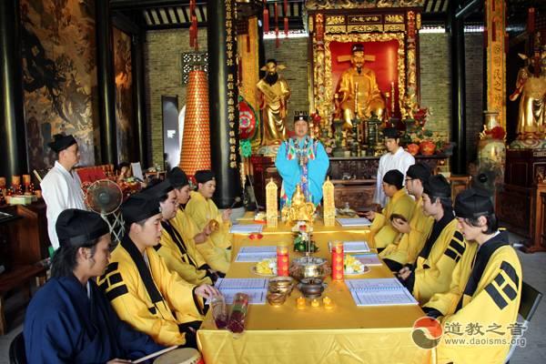 广州都城隍庙为鲁甸地震死难者超度
