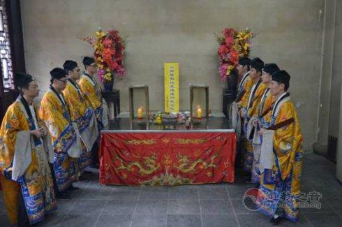 上海白云观为鲁甸地震灾区举行祈福超荐法会并捐款5万元