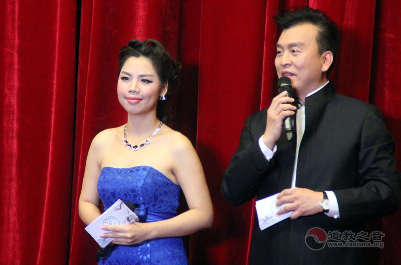 央视主持人张泽群、中国国际广播电台双语主持人梁丽群