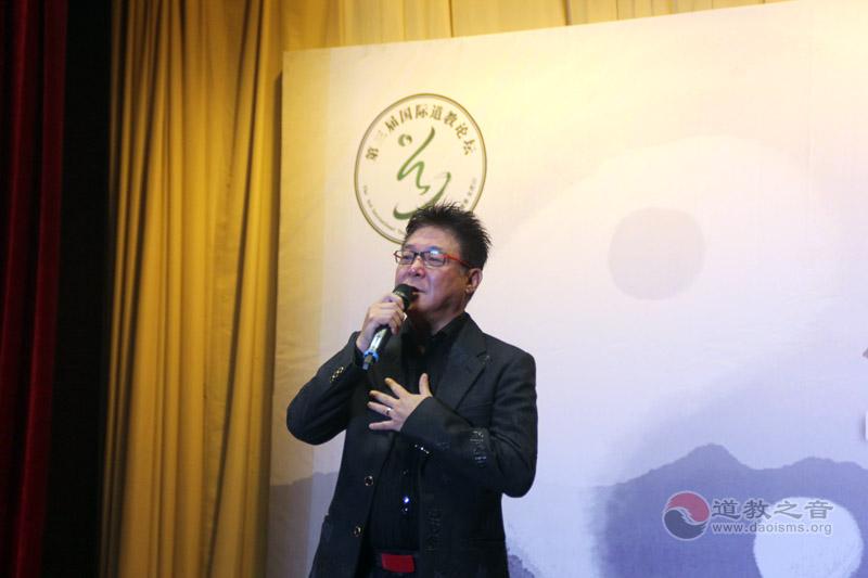 著名歌手姜育恒登台献歌
