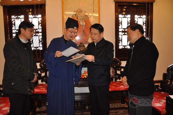 沙海林赴城隍庙看望慰问上海道教界人士