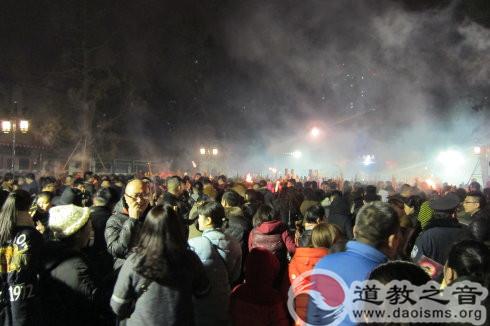 西安五万人年初一到八仙宫烧香祈福