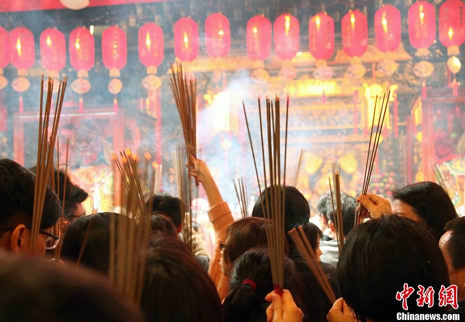 陈立宇:台湾民众初——早涌入寺庙焚香祈福