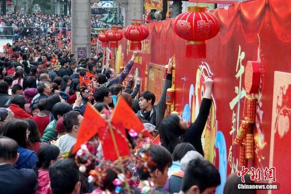 香港市民在黄大仙祠祈愿墙许愿