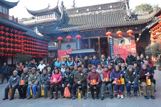 上海城隍庙与豫园街道社区老人共迎新春