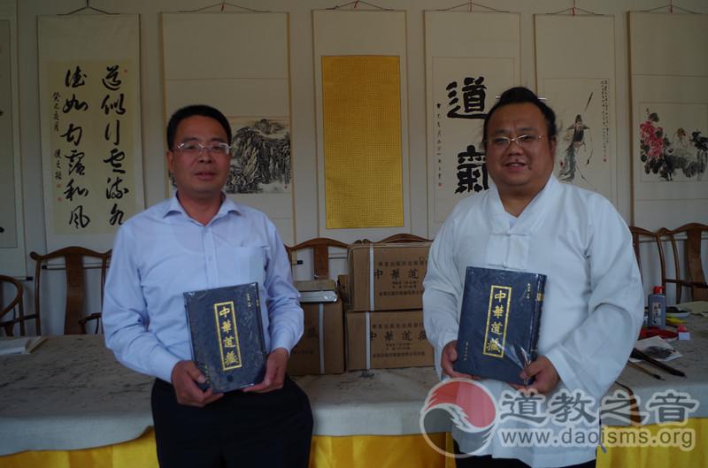 太原大善士杨顺朝为居贤观道院 捐赠《中华道藏》
