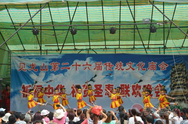 甘肃甘谷县举行纪念纯阳祖师诞辰1218周年和纪念抗日战争胜利70周年活动