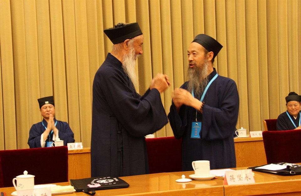 任法融道长祝贺李光富道长当选中国道教协会第九届理事会会长