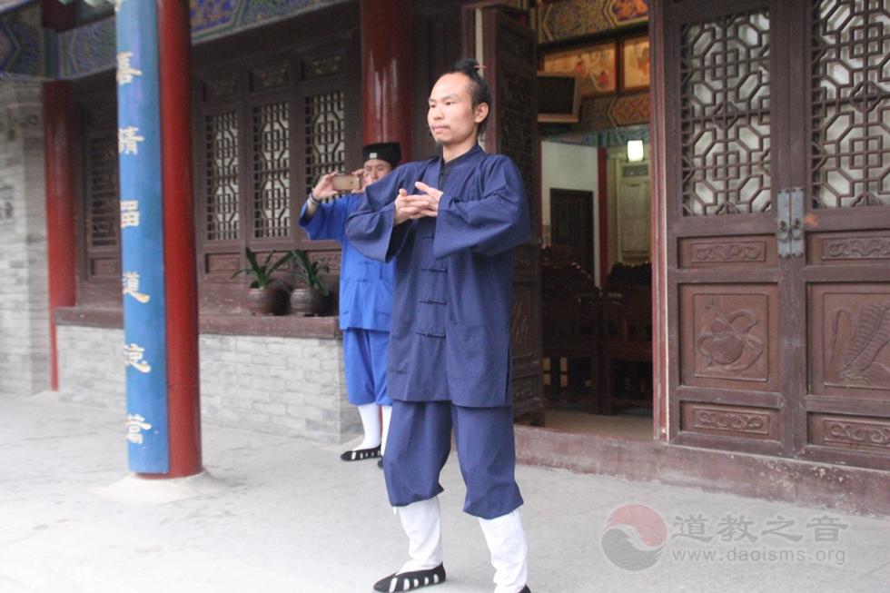 刘兴鹏道长教授八段锦