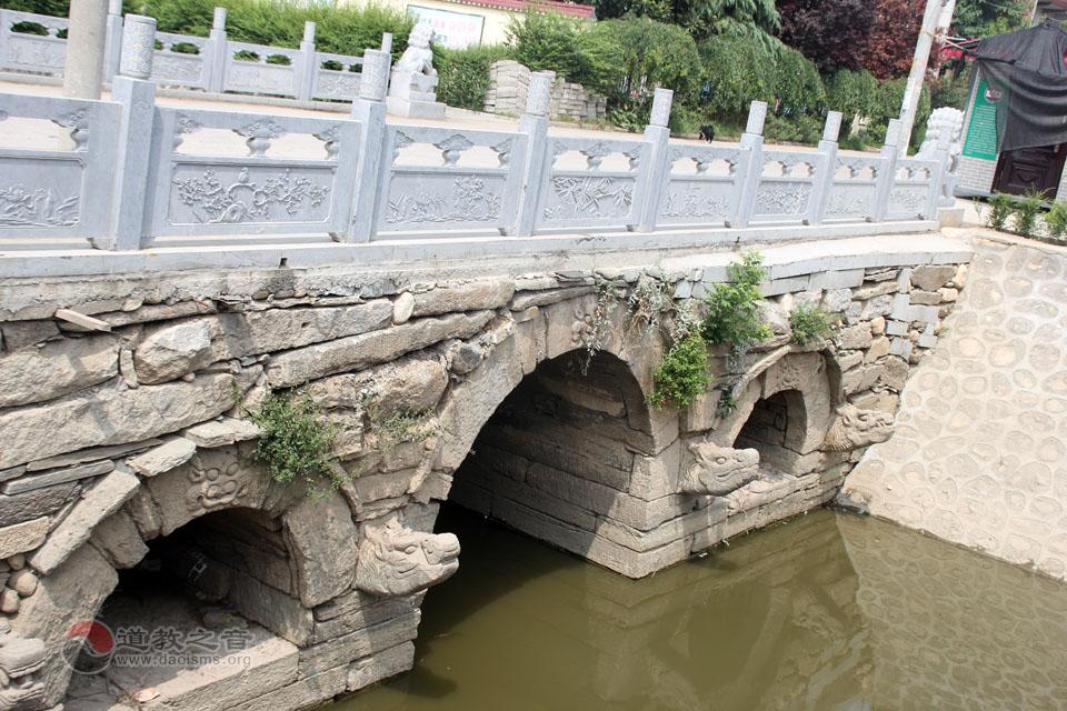 陈法永道长带领大家参观遇仙桥