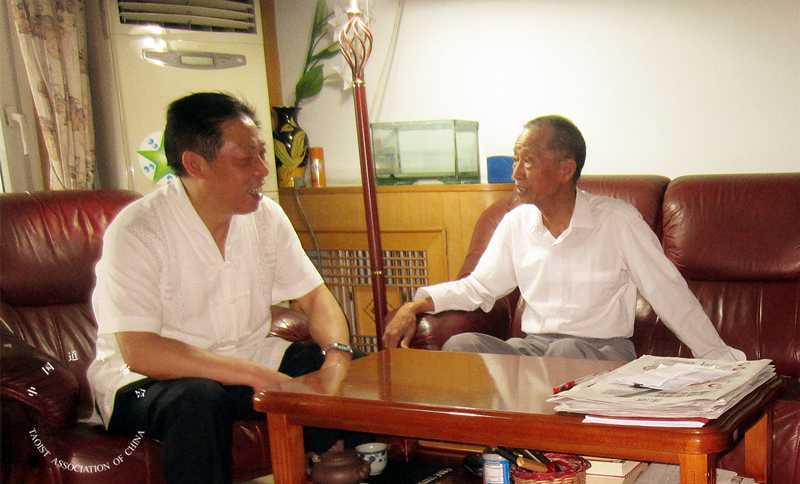 中国道协相关负责人看望抗战老战士