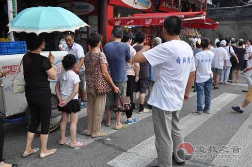 """上海城隍庙馈赠乙未年""""中元平安米""""以求人天同庆"""