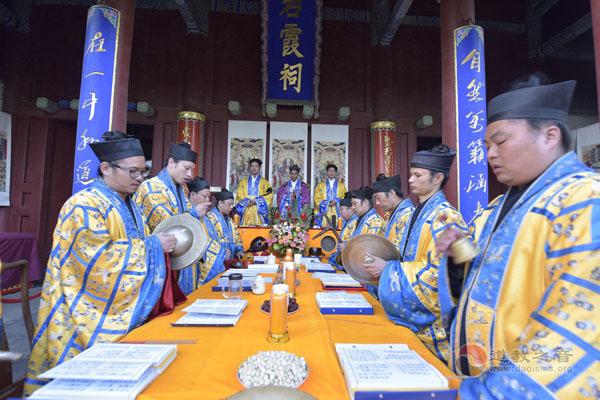 泰山碧霞祠举行纪念抗战胜利70周年超荐法会