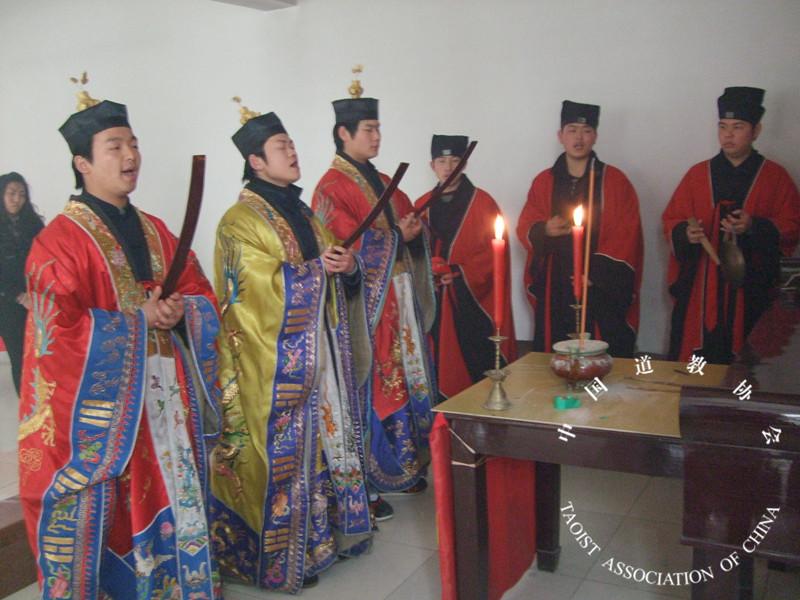 镇江润州道院举行纪念中国人民抗战胜利70周年祈祷和平法会