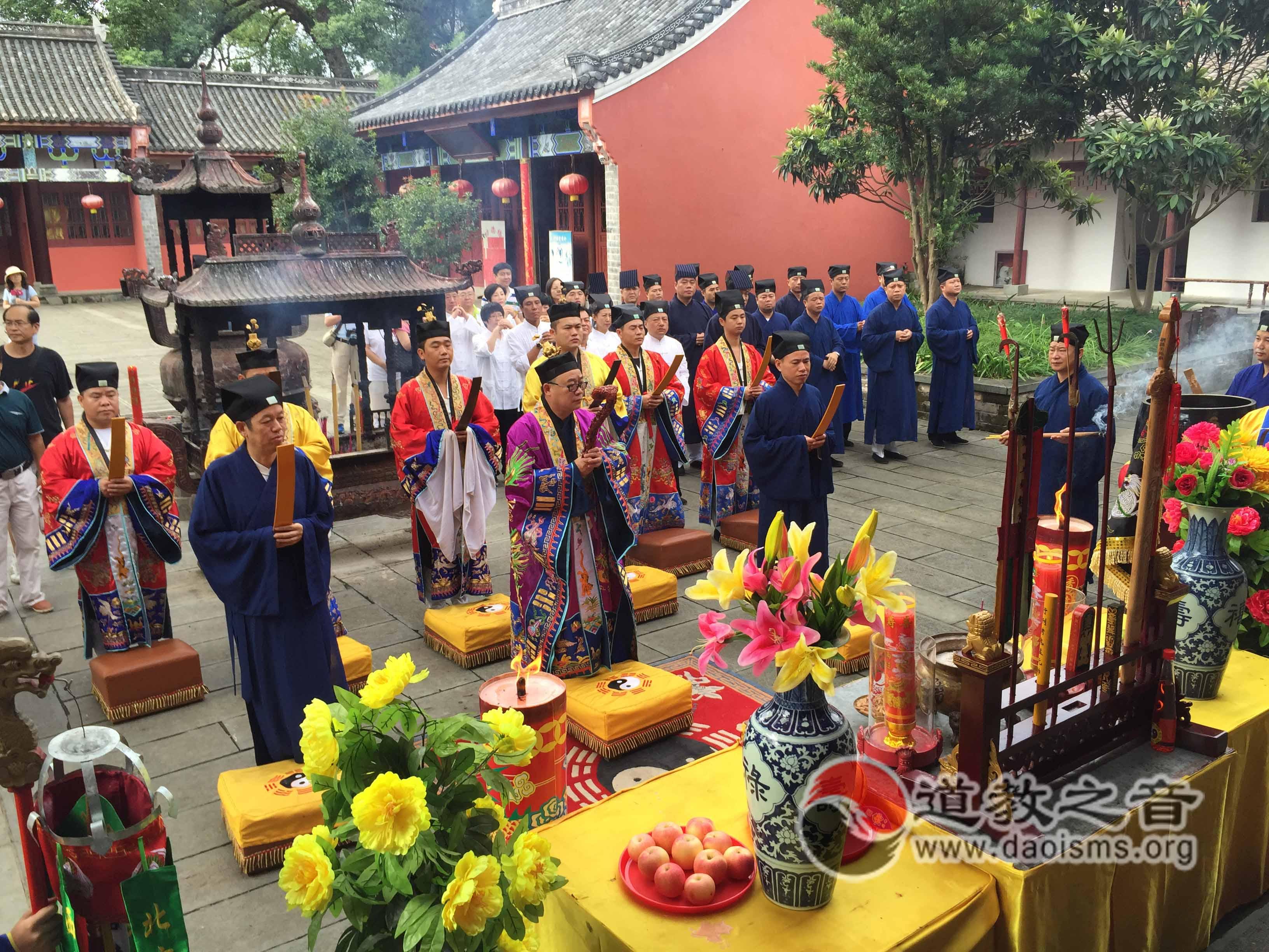 龙虎山天师府举行纪念抗战胜利70周年和平祈福法会