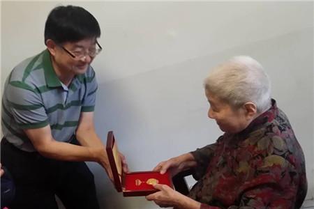 陈宗荣副局长看望慰问抗战老同志