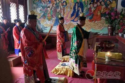 内蒙古包头韩祖宫举行纪念抗战胜利70周年和平祈福法会