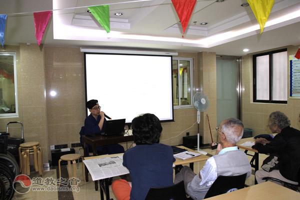 上海城隍庙刘金豪道长老年读书班学员义务作道教知识讲座