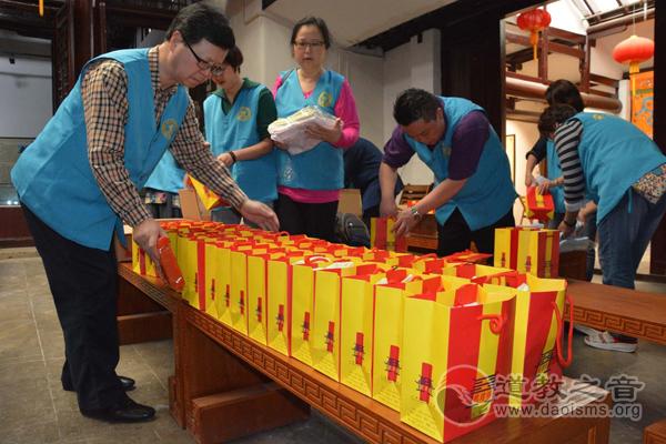 上海城隍庙慈爱功德会开展重阳尊老活动