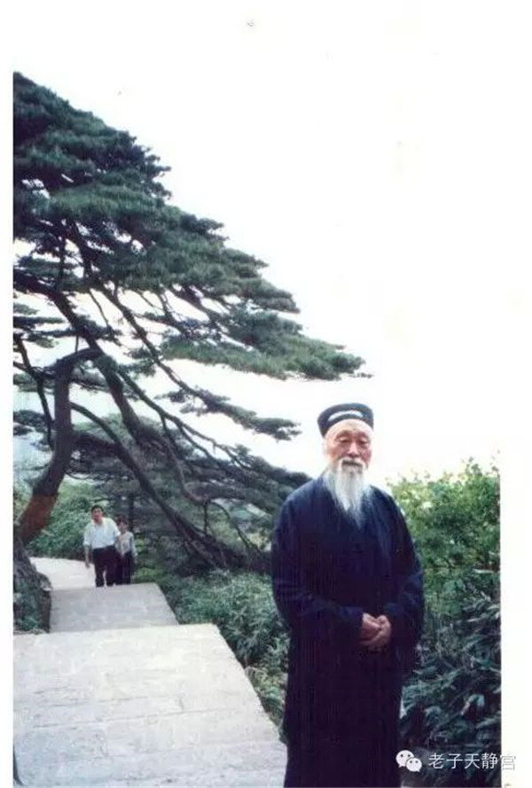我人生航标的心灯---纪念恩师谢宗信大师羽化登真十周年感怀