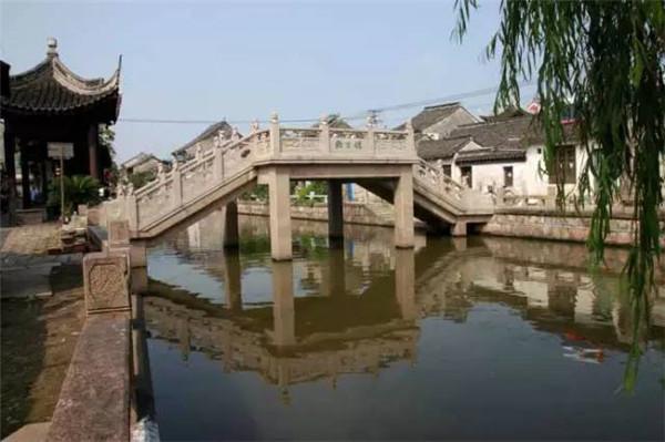 宫观 道教门派     金山区枫泾古镇是中国历史文化名镇,为典型的江南