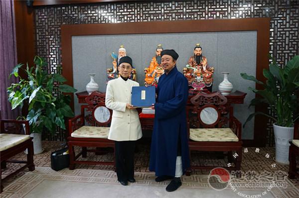 日本道教协会理事长早岛妙听拜访中国道教协会