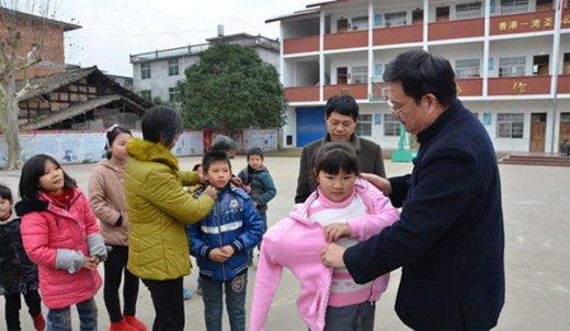 江苏句容市茅山道院赴江西龙虎山捐资助学