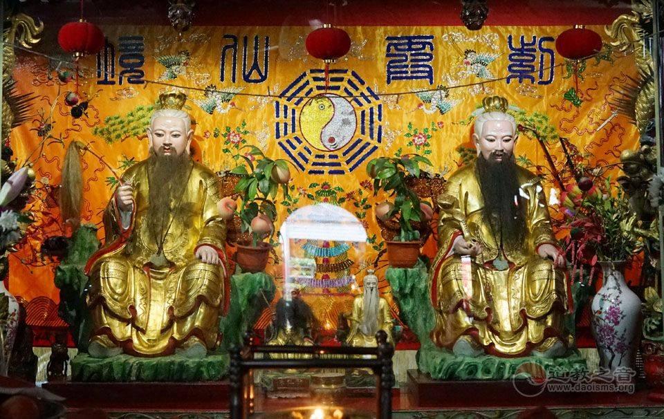 裴仙宫一层大殿主祀裴仙师与朱真人的金身