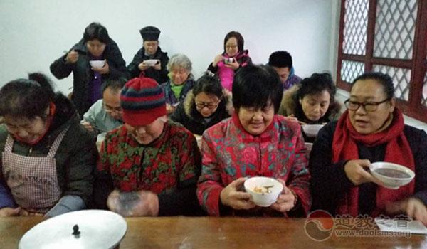 """北京市佑民观举行""""施福粥,传祥瑞""""活动"""