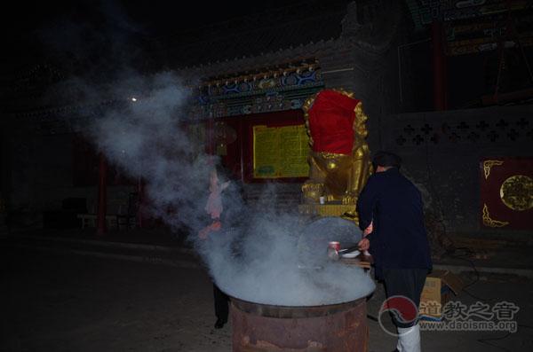 太原市龙蟠宫道院腊八节举行施粥活动
