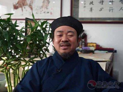 黄信阳道长:大家积极参与邱祖西行慈爱系列活动(视频)
