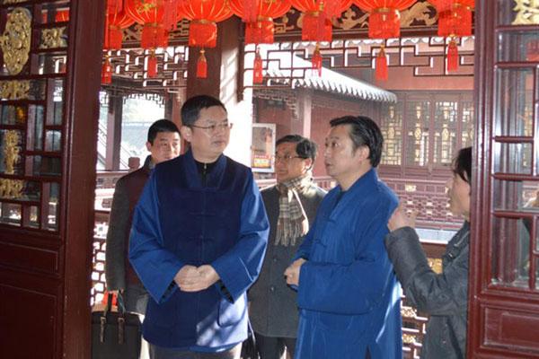 上海市道协赴市各宫观进行消防检查和慰问