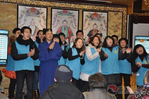 """上海市城隍庙举行""""迎新春·送温暖""""活动"""